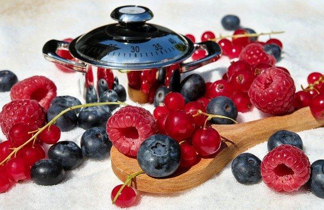 ひとつのお弁当箱に果物を入れる派入れない派?